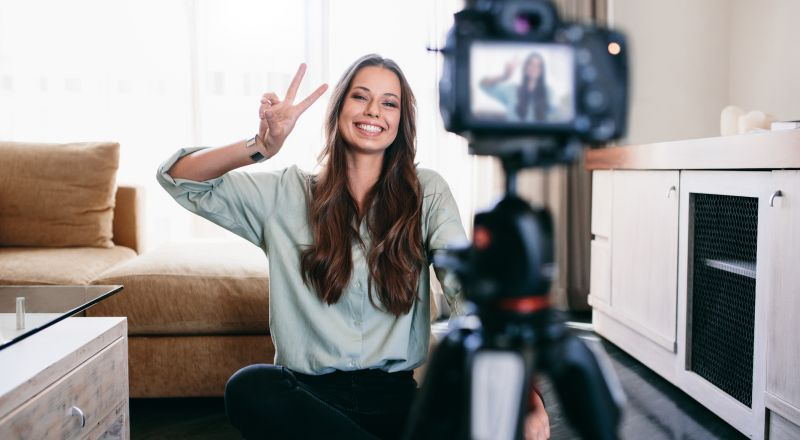 Successful Vloggers: Expert Tips to Become an Excellent Vlogger