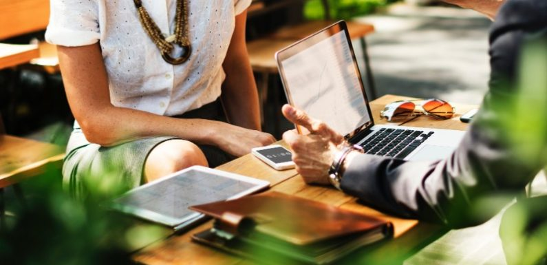 10 Expert Tips To Use Technology in your Small Business Succeed