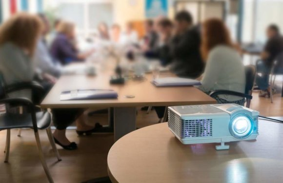 Pico Projector: Useful Device for Small Scale Meetings